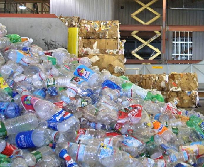 Thu mua vỏ chai nhựa