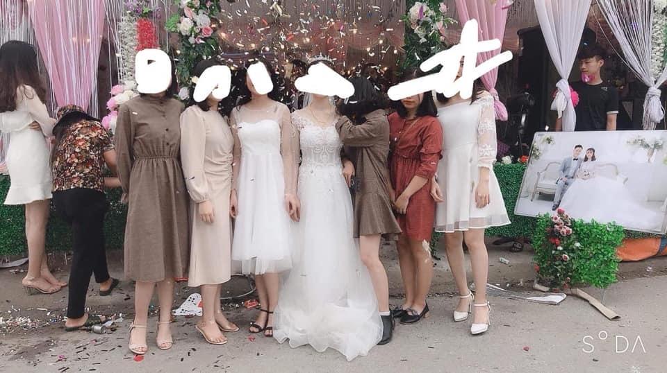 con gái mặc gì đi đám cưới người yêu cũ