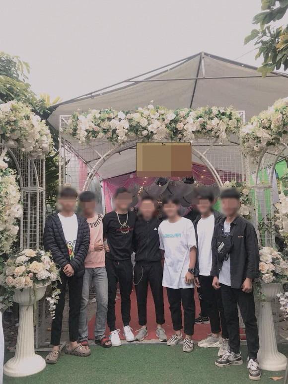 con trai mặc gì đi đám cưới người yêu cũ
